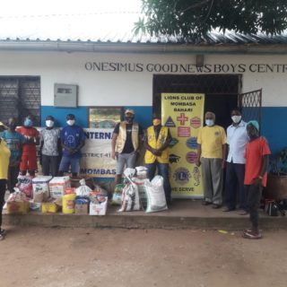 We would like to thank the Lions Club, Mombasa @lionsclubs for the donation of food to Onesimus Good news Boys Centre. Besides donated food they shared with our boys and encouraged them. Thank you so much for all you have done! #lionsclubinternational #lionsclubmombasa #donation #onesimusboys #s2skidshomes
